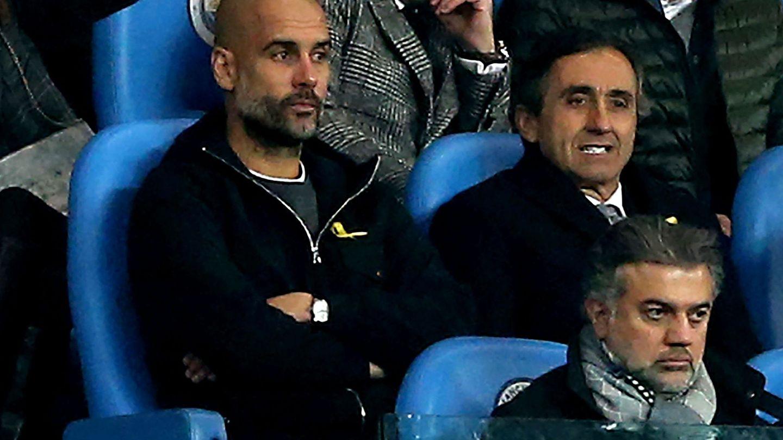 Pep Guardiola, en la grada tras su expulsión en el partido contra el Liverpool. (EFE)