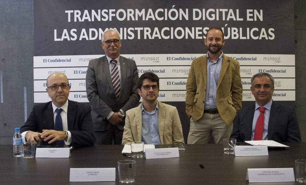 Foto: Los asistentes a la mesa redonda organizada por El Confidencial y Minsait. (Foto: Francisco Albilares)