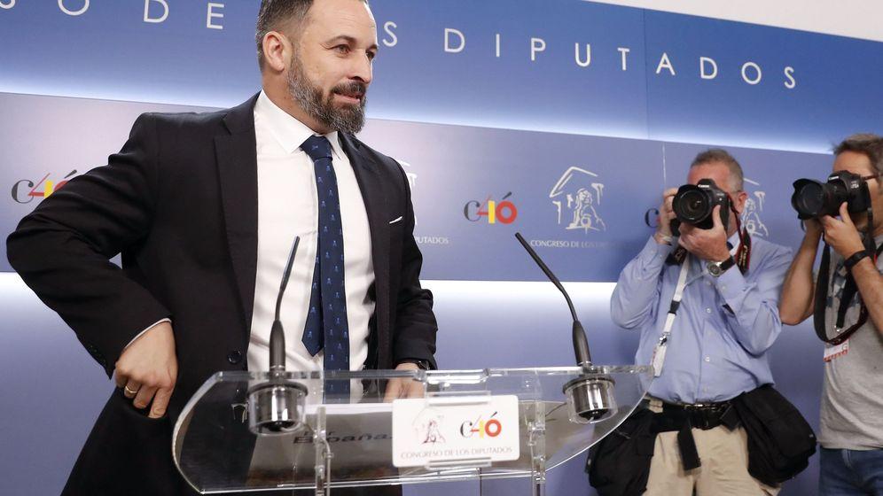 Foto: El dirigente de Vox, Santiago Abascal, en el Congreso. (EFE)