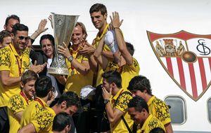 El Sevilla celebra el título con su gente