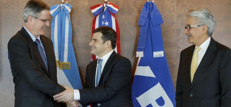 Miguel Galuccio con el consejero delegado de Chevron, John S. Watson (Reuters)