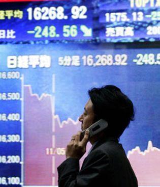 Foto: El yen cae hasta su nivel más bajo desde mayo de 2009 en su cruce con el dólar