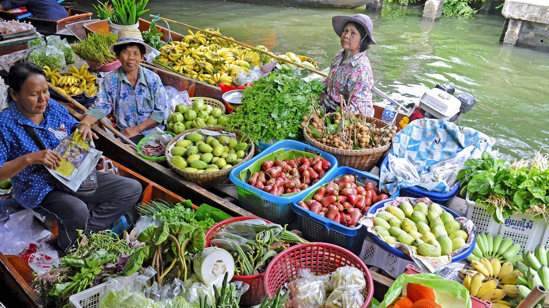 Mercado flotante en Bangkok, Tailandia.