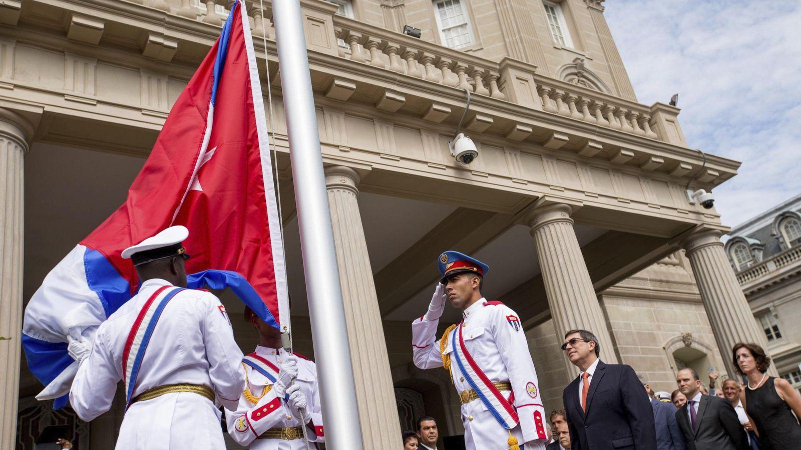 Foto: El canciller cubano, Bruno Rodríguez (c-d), asiste a la ceremonia de reapertura de la embajada del país en Washington. (EFE)