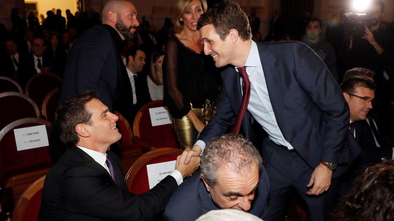 Foto: Los líderes de Ciudadanos, Albert Rivera y del PP, Pablo Casado, en diciembre de 2018. (EFE)