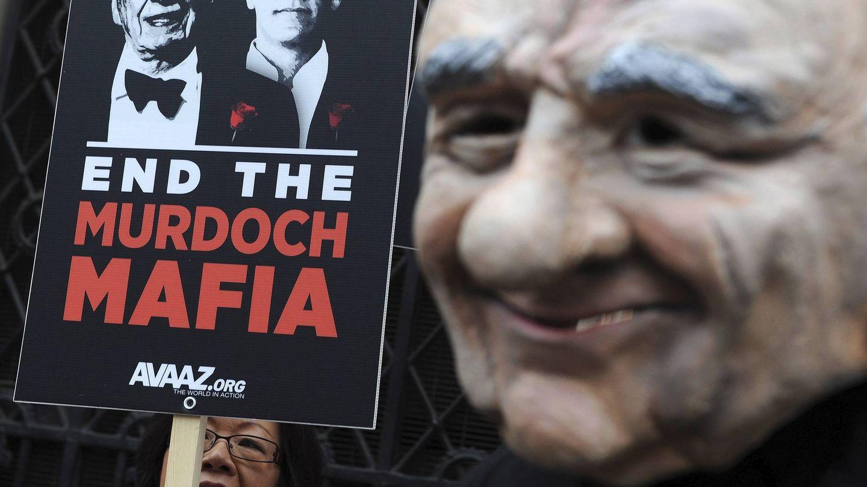 Manifestación contra Murdoch en Londres durante el escándalo de los pinchazos telefónicos. (EFE)