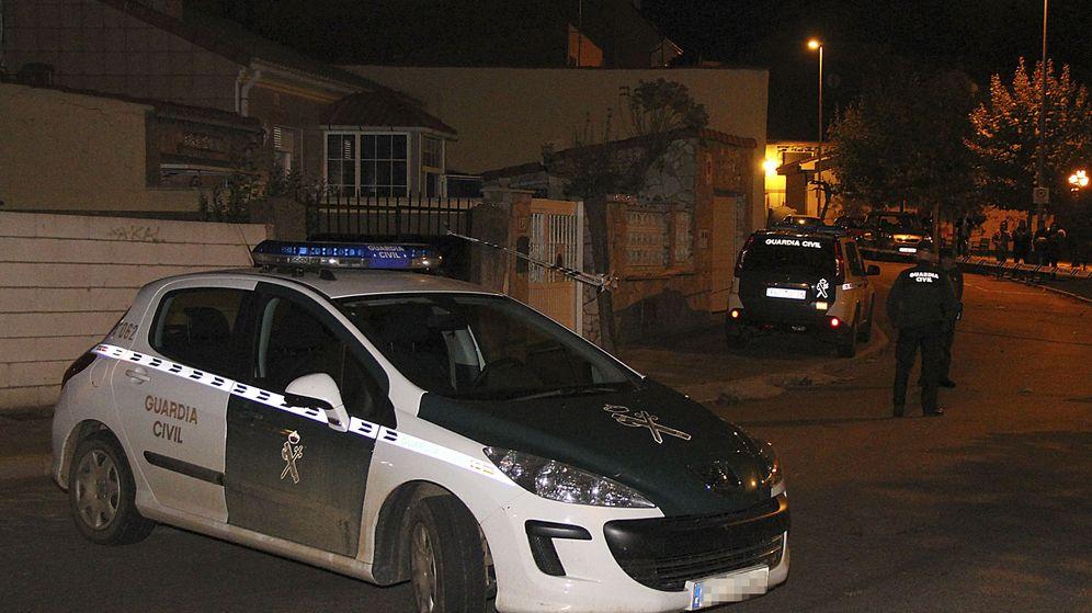 Foto: Casa donde han sido hallados los cadáveres. (Efe)