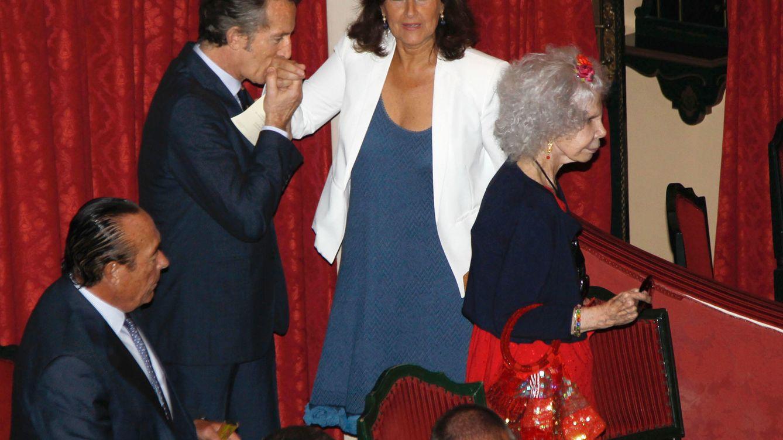 Foto: Alfonso Díez, Carmen Tello y la duquesa de Alba, en una imagen de archivo (Gtres)