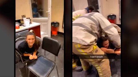 Una joven se mete en una lavadora y tiene que ser rescatada por los bomberos