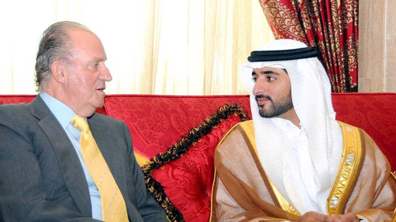 El rey Juan Carlos y el príncipe heredero de Dubái, sobrino del jeque Hamdan. (EFE)