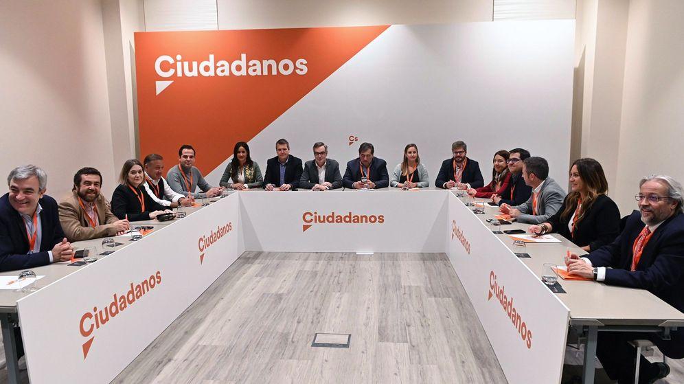 Foto: Primera imagen de la gestora que dirigirá Ciudadanos hasta el mes de marzo. (EFE)