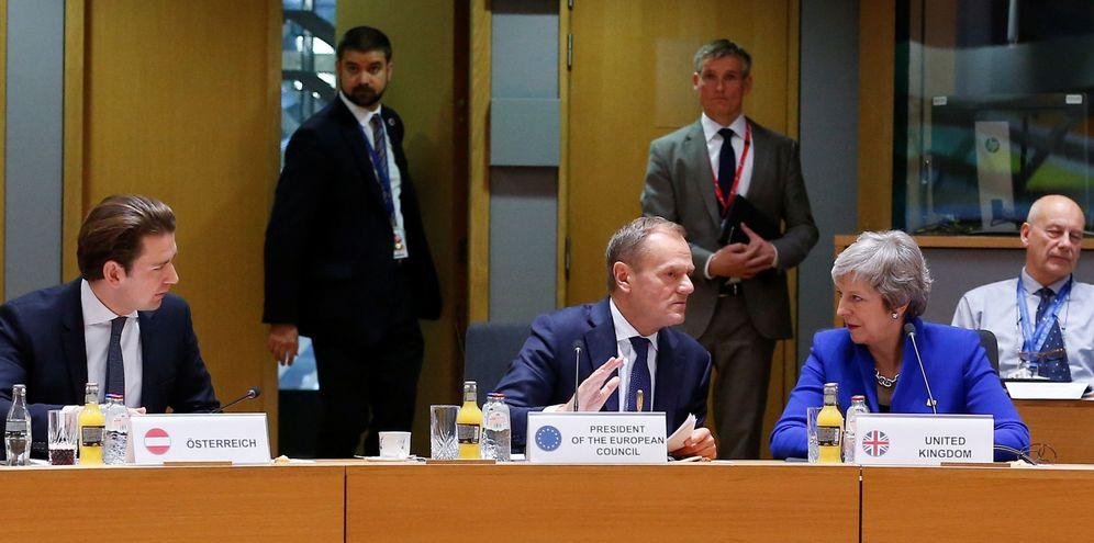 Foto: La 'premier' Theresa May y el presidente del Consejo Europeo, Donald Tusk, durante la cumbre extraordinaria en Bruselas. (Reuters)