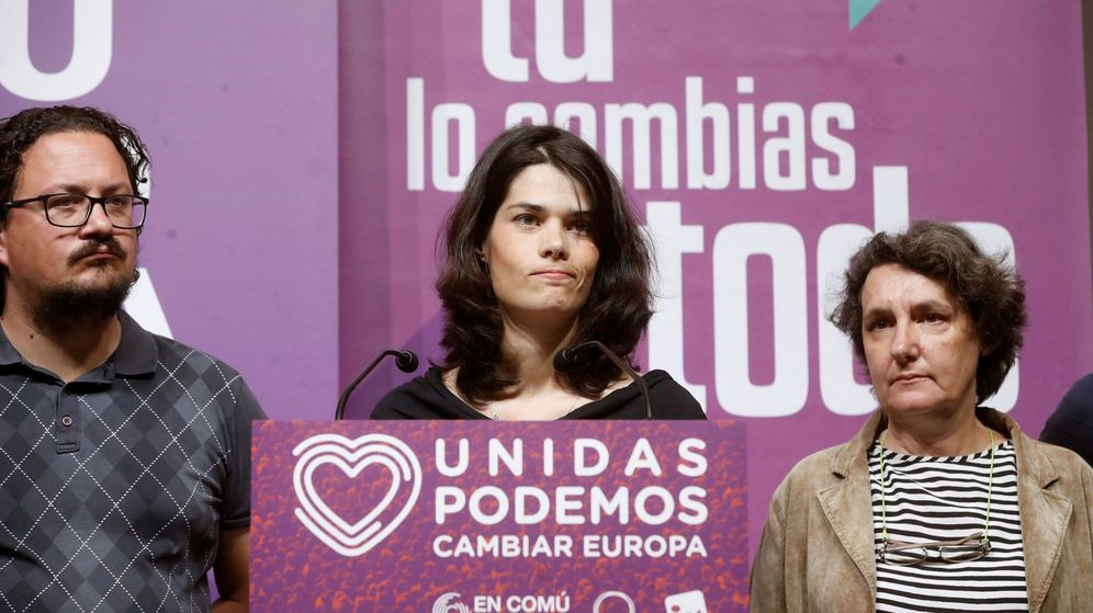 Foto: La candidata de Podemos a la Comunidad de Madrid, Isa Serra (c), comparece en el Teatro Goya de Madrid durante la noche electoral. (EFE)