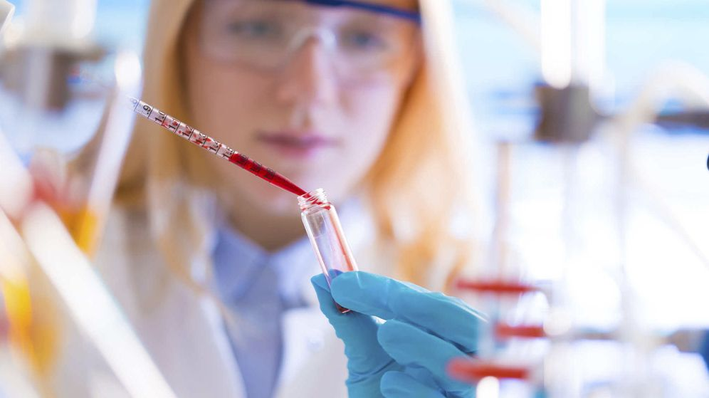 Foto: Muchos cánceres pueden descartarse con analíticas y pruebas sencillas, pero debemos visitar al médico. (iStock)