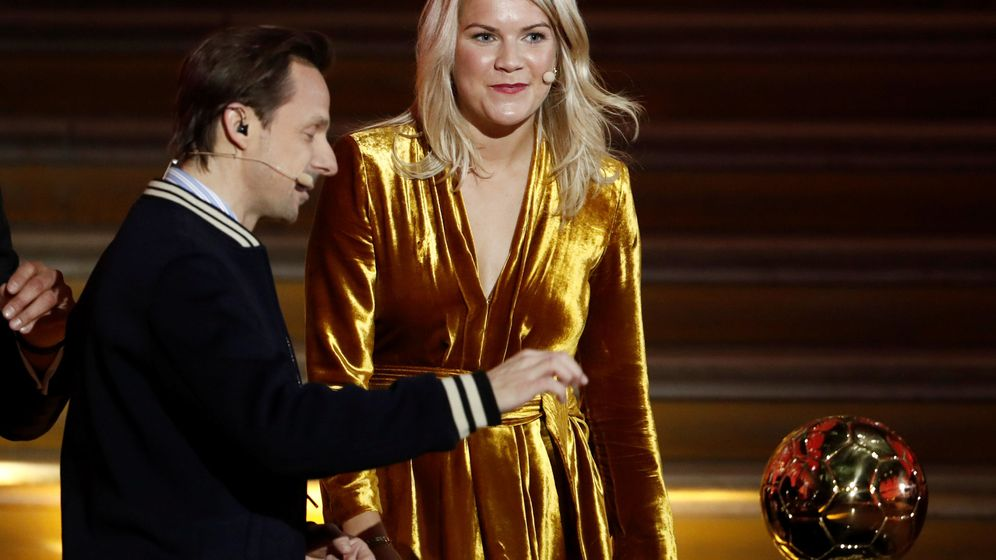 Foto: Ada Hegerberg, con Martin Solveig. (Reuters)