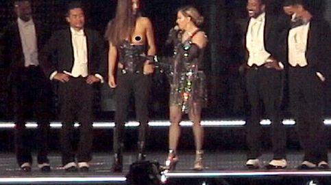 Madonna humilla a una fan menor de edad al bajarle el corsé y dejarla en topless