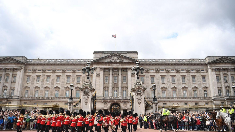 Ceremonia del cambio de guardia en Buckingham. (EFE)