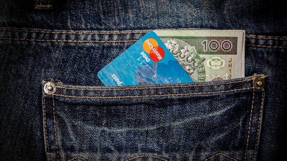 Foto: ¿Qué es más barato en el extranjero, pagar con tarjeta de crédito o sacar efectivo de un cajero?