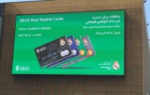 """Un banco """"por el amor de nuestros aficionados del Real Madrid"""""""