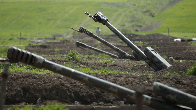 Artillería armenia en la frontera de Nagorno Karabaj. (Reuters)