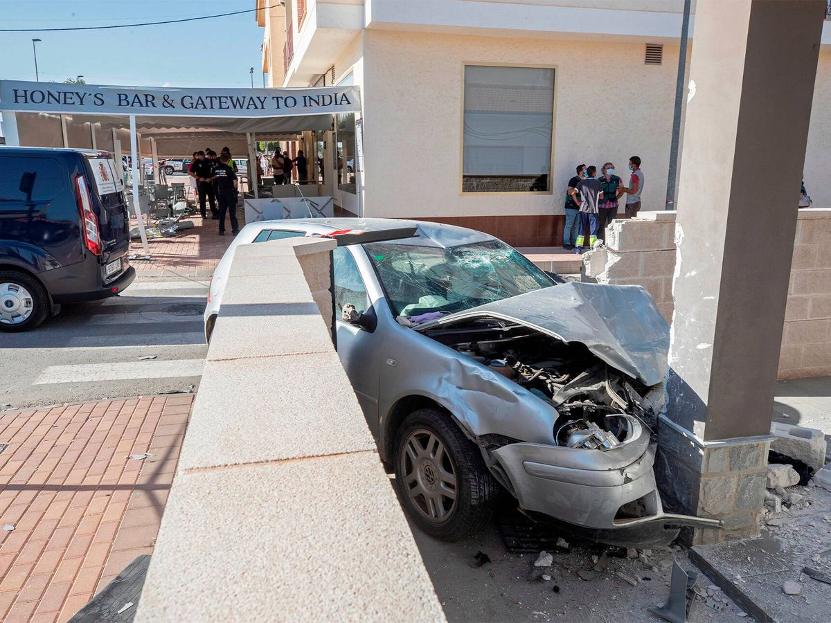 Foto: Estado en el que quedó el vehículo tras el choque. (EFE)