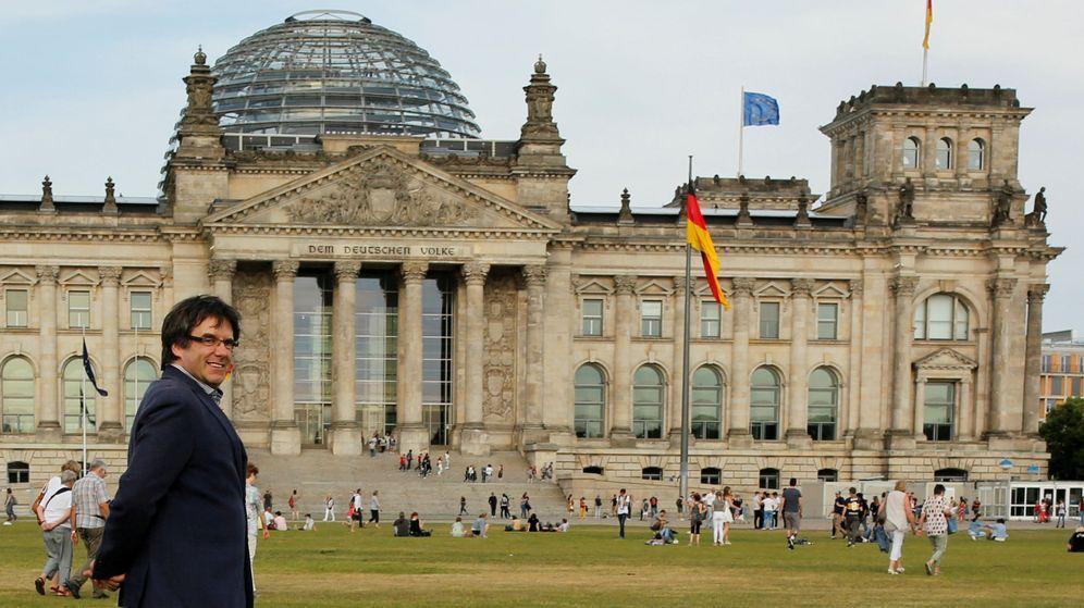 Foto: Carles Puigdemont, frente al Bundestag, en Berlín. (Reuters)