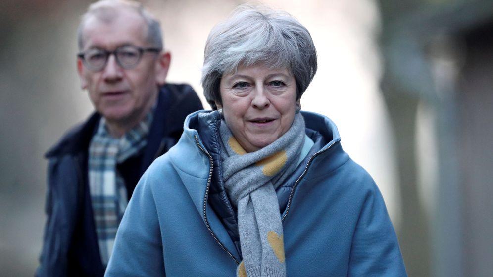 Foto: Theresa May y su esposo Philip en una visita a su iglesia, en High Wycombe, el domingo 20 de enero de 2019. (Reuters)
