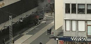 Post de Un camión atropella a una multitud en Estocolmo: al menos tres muertos