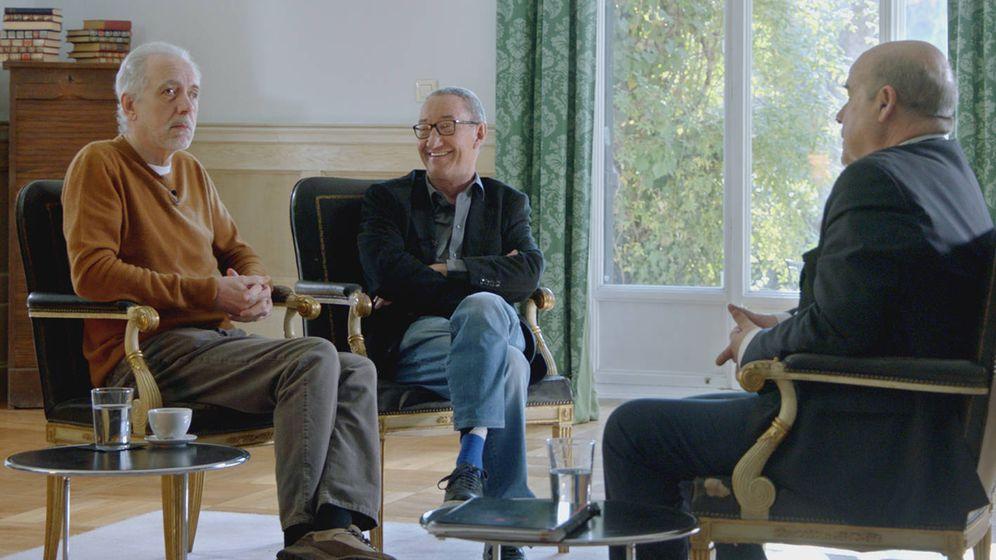 Foto: Fernando Trueba, Carlos Boyero y Antonio Resines de 'Historias de nuestro cine'. (Universal)