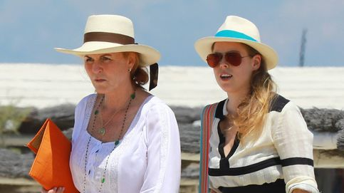 Sarah Ferguson y la princesa Beatriz se ponen 'playeras' en Saint-Tropez
