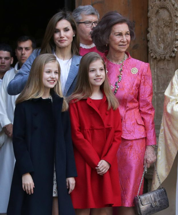 Foto: Letizia con sus hijas y la Reina Sofía. (Gtres)