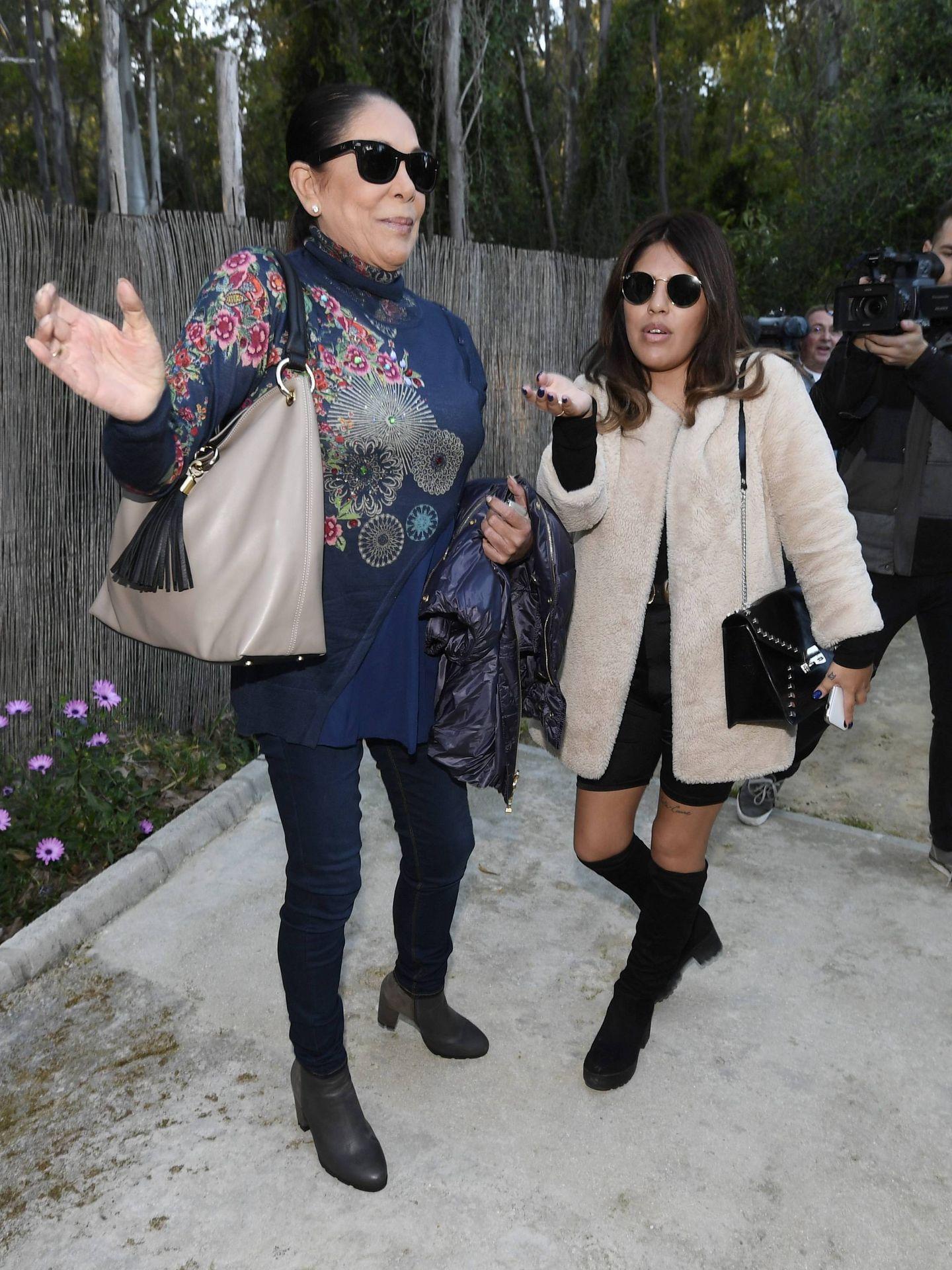 Isabel Pantoja asiste al cumpleaños de su nieto, Alberto Isla Pantoja, acompañada por su hija Chabelita. (CP)
