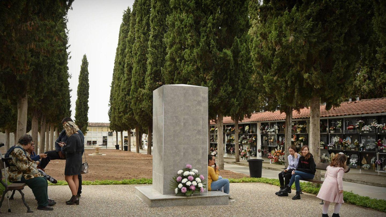Monumento a medio terminar en el denominado 'Jardín de la concordia' del cementerio de Cabra (Toñi Guerrero).