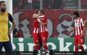 El Olympiacos de Míchel complica la existencia a un Atlético impotente