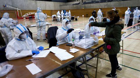 Salen a votar los positivos por covid y las mesas electorales se blindan contra el virus