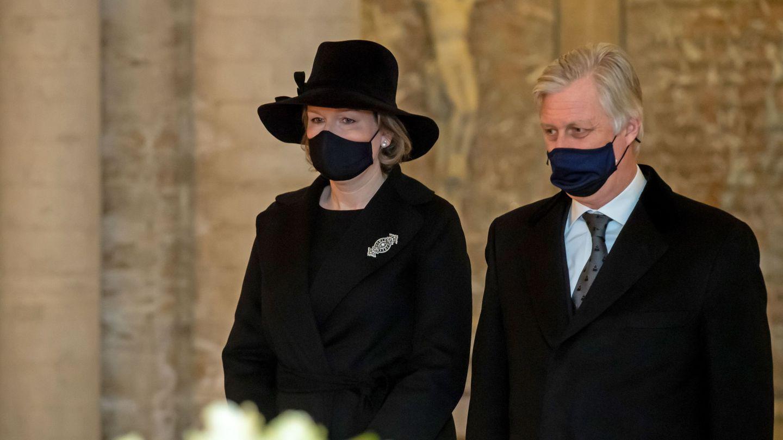 Los reyes belgas, este miércoles en la cripta real. (Reuters)