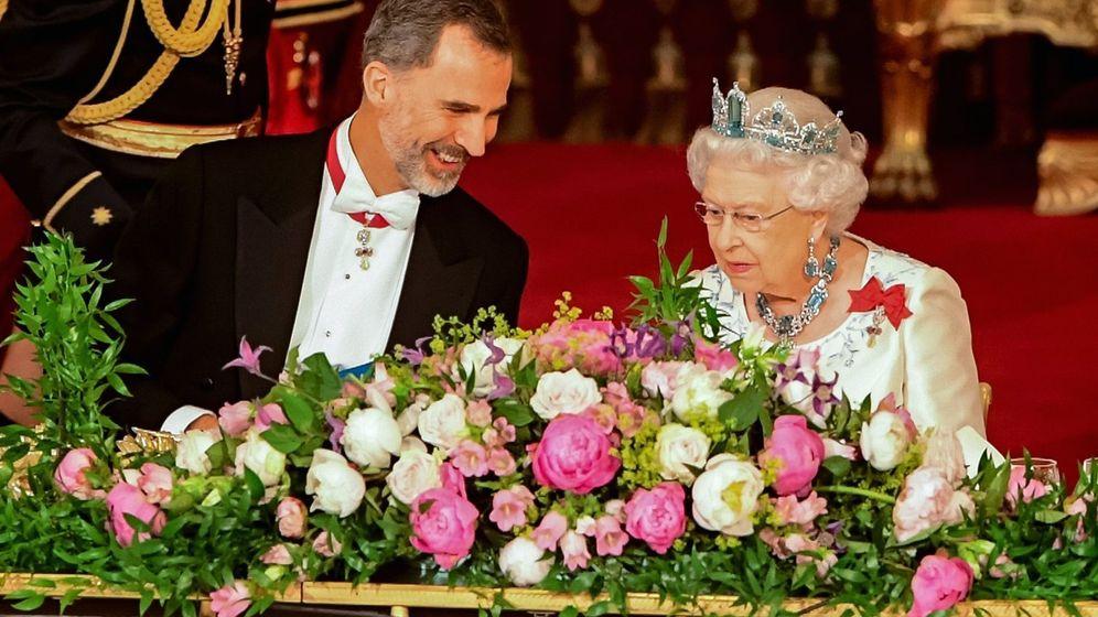 Foto: El rey Felipe junto a Isabel II. (EFE)