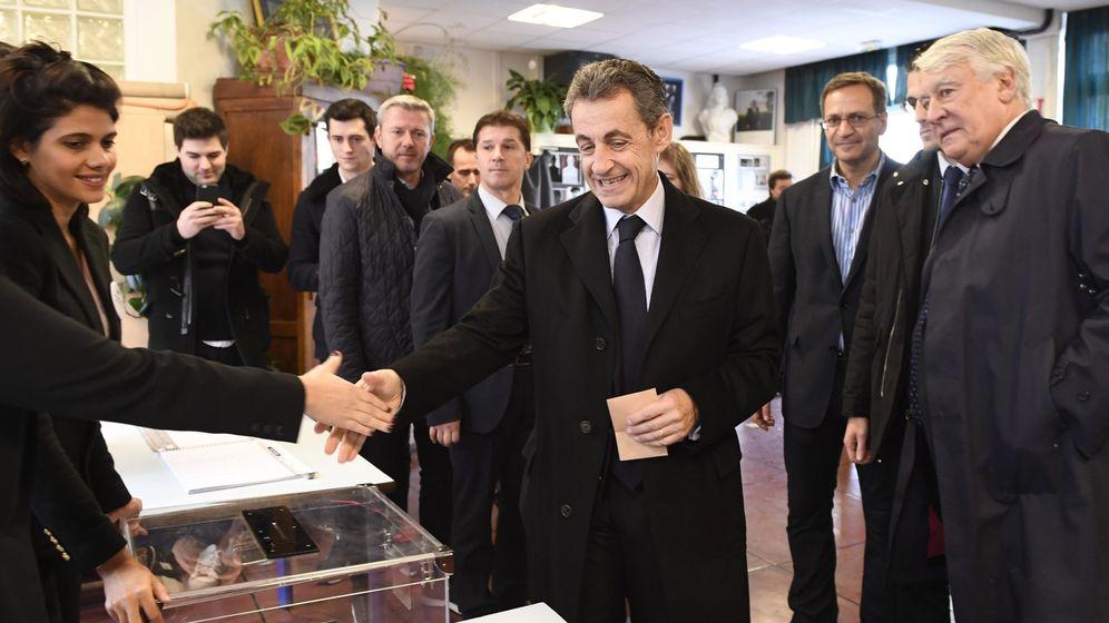 Foto: El expresidente Nicolas Sarkozy vota en las primarias de su partido. (EFE)