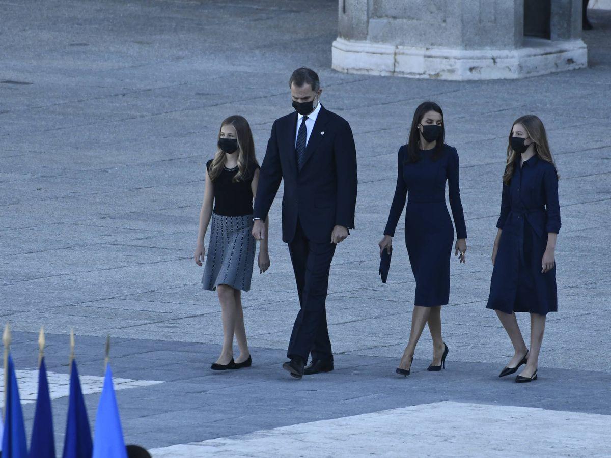 Foto: La familia real, en el homenaje laico a las víctimas del coronavirus. (Limited Pictures)