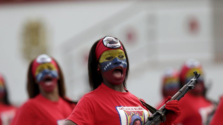 Foto: Mujeres venezolanas durante un desfile militar para celebrar el aniversario de la independencia, en Caracas, el 5 de julio de 2015. (Reuters)