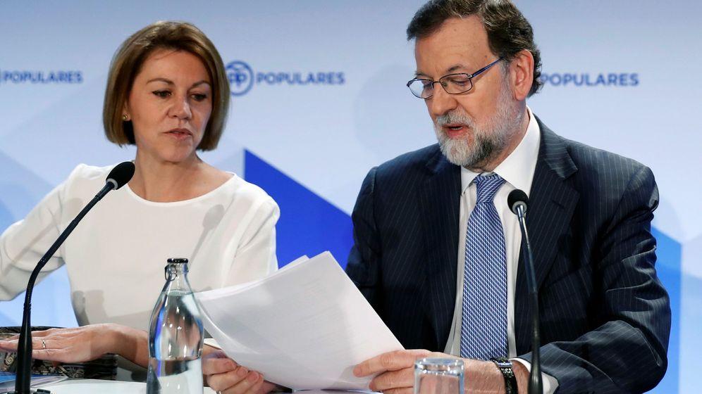 Foto: El expresidente del Gobierno Mariano Rajoy y la exministra de Defensa y actual secretaria general del PP, María Dolores de Cospedal, durante la reunión de la Junta Directiva Nacional del PP. (EFE)