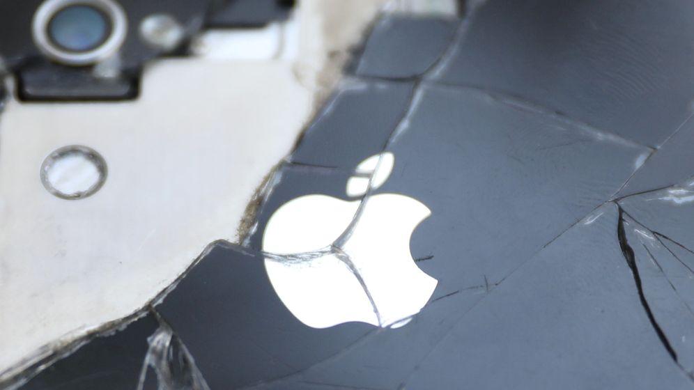 Foto: Vista de un iPhone roto. (Reuters)