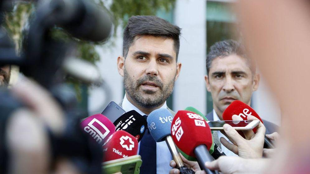 Foto: David Aganzo, presidente de AFE, tras una reunión en la sede de LaLiga. (EFE)