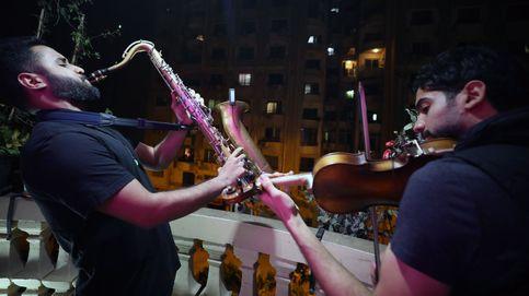 Música para sobrellevar el toque de queda por el coronavirus en El Cairo