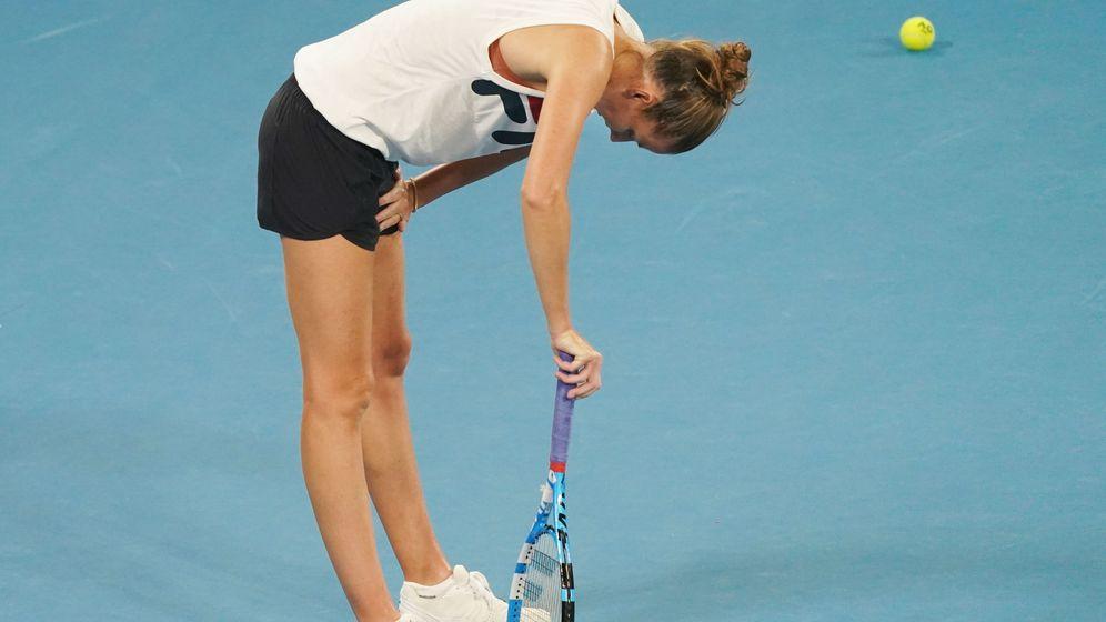 Foto: Karolina Pliskova, con dificultades para respirar durante un entrenamiento del Open de Australia. (EFE)