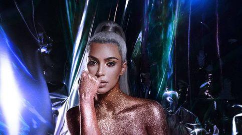 Kim Kardashian siempre posa con esta pose en bikini… y sabemos la razón