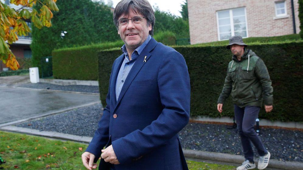 Foto: Puigdemont rechaza responder a la prensa en una concentración en waterloo