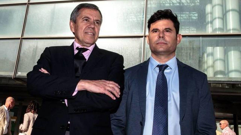 El abogado Fernando Osuna junto a Javier Sánchez Santos. (EFE)