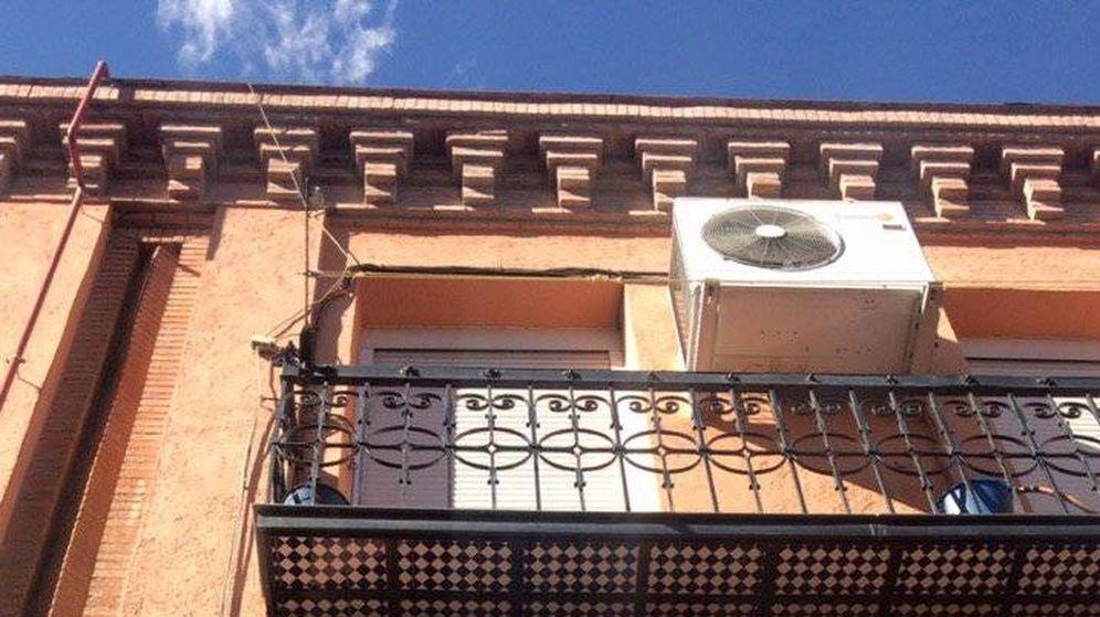 Foto: Errejón ha colocado carteles antes del inicio de la campaña