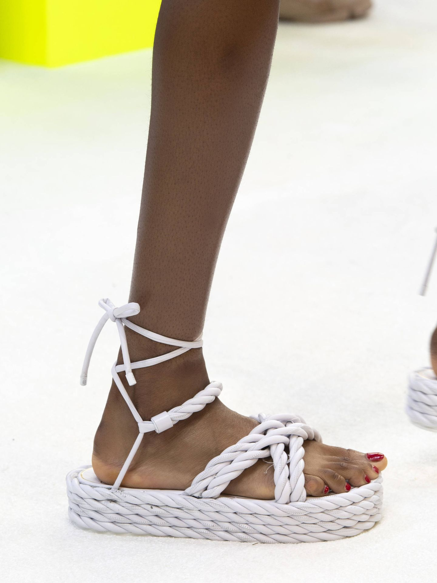 Las sandalias en el desfile de Valentino. (Imaxtree)